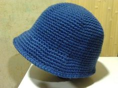 玉編みの帽子 ニットキャスケットの編み方 / How To Crochet * puff stitch newsboy hat (casquette) * Bonnet Crochet, Crochet Beanie Hat, Crochet Cap, Crochet Scarves, Crochet Clothes, Knitted Hats, Hat Crafts, Crochet Crafts, Crochet Hat Tutorial