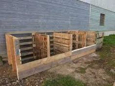 pallet compost bin - bottom base board to keep it all contained but easy access