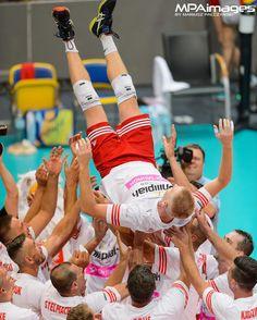 Pożegnanie Pawła Zagumnego z reprezentacją Polski podczas meczu gwiazd w Gdynia Arena  #pawelzagumny #guma #reprezentacja #fivb #fivbvolleyball #volleyball #siatkowka #gdyniaarena #gdynia #siatkówka #volley #volei #sport #pol #poland #polska #mpaimages #volleyballplayer #krakow #mvp #photooftheday