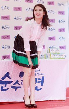 韓国・ソウルの大手スーパー「イーマート(E-mart)」聖水(Seongsu)店で行われたファンサイン会に臨む、ガールズグループ「Miss A」のスジ(2015年5月7日撮影)。(c)STARNEWS ▼15May2015AFP 「Miss A」のスジ、ファンサイン会開催 ソウル http://www.afpbb.com/articles/-/3048731 #Miss_A_Suzy #미쓰에이_수지 #Bae_Sue_ji #Bae_Suzy #배수지 #裵秀智