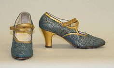 Mid evening shoes Accession Number: b Vintage Style Shoes, Vintage Boots, Vintage Accessories, Vintage Outfits, Vintage Fashion, 1940 Clothing, Clothing And Textile, Vintage Clothing, 1920 Shoes