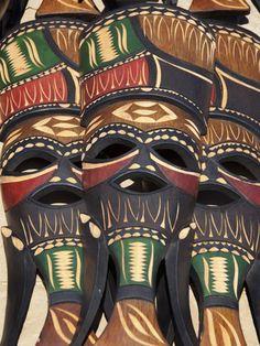 Masks from Mozambique / Деревянные маски из Мозамбика. Маски - неотъемлемая часть костюмов для африканских племён, а сейчас это ещё и сувенир, который приоткрывает дверь к тайнам самобытной Африки...