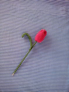 TUTORIAL TULIPAN DE CROCHET Crochet Small Flower, Crochet Videos, Small Flowers, Diy Crochet, Diy Projects, Diy Crafts, Cactus, Crochet Ornaments, Crochet Flowers