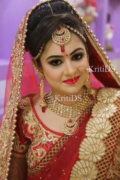 Bridal portrait photography is such a great way to make memories for a bride. Snapsoul presents you with the ultimate bridal portrait shot that every bride loves to showcase. Indian Bridal Makeup, Indian Bridal Wear, Indian Wear, Bride Makeup, Wedding Makeup, Wedding Nails, Hair Makeup, Punjabi Traditional Jewellery, Bridal Makeover