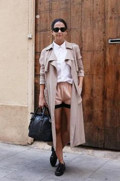 how to style oxford shoes - with a trench coat, white button down, and shorts