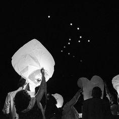 coussin-mariage.fr Lâché de lanterne sur l'Odet ! #lacherdelanternes #lantern #lanterns #lanterne #mariage #wedding #animation #weddingdetails #weddinganimation #bretagne #finistere #odet #weddingdecor #mariagebretagne #lanternparade #skylantern #nuit #weddingevening #soirée #lâché #bride #brideandgroom #maries #mariee #mariée #weddingday #realwedding by lordecejour