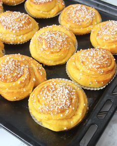 saftigasaffransbullar Simply Recipes, Sweet Recipes, Köstliche Desserts, Delicious Desserts, Piece Of Cakes, Gluten Free Baking, Everyday Food, Christmas Baking, Christmas Sweets