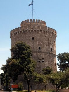 Thessaloniki is the second largest city and the importance of Greece, the capital of Macedonia. Despite being one of the oldest cities in Europe, Thessaloniki is Cities In Europe, Modern City, Thessaloniki, Old City, Macedonia, Travel Guides, Squares, Parks, Greece