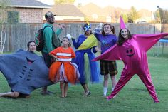 Finding Nemo Halloween Costumes! Disney Group Costumes, Cute Group Halloween Costumes, Family Halloween Costumes, Halloween Outfits, Adult Costumes, Halloween Ideas, Halloween Decorations, Halloween Office, Halloween 2020