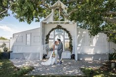 Small wedding inspiration for Waikato brides and grooms from this special pop-up wedding event at The Hall, Waikato