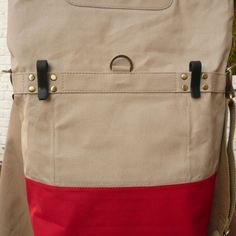 Linus Sac pannier beige and red hooks at the back
