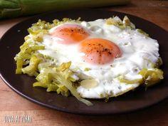 Le uova ai porri sono un secondo molto veloce e molto buono. Vi servono pochissimi ingredienti e anche pochissimo tempo! Una cena facile, veloce e buona!