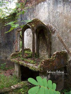 garden altar, perfect for a mary garden!