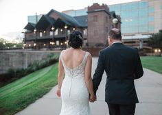 A romantic walk along the canal to CANAL 337 for the reception