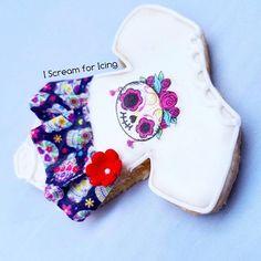 My favorite of the bunch.. 🎀👶🍼🎀⚘ #cookies #customcookies #cookie #dessert #foodart #cookieart #sacramento #sugarcookies #decoratedsugarcookies #decoratedcookies #royalicingcookies #royalicing #babyshower #diadelosmuertos #diadelosmuertoscookies #flower #dress #skirt #skull #cute #tutu #onesie #itsagirl