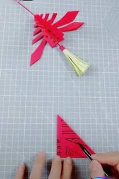 - Paper craft is an example of this and there are many paper craft ideas which have a significant place in the field of art and craft Diy Origami, 3d Origami Tutorial, Origami Templates, Origami Bag, Fabric Origami, Origami Butterfly, Paper Crafts Origami, Origami Instructions, Origami Flowers