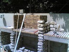 Habillage en pierre des murs lateraux du foyer barbecue