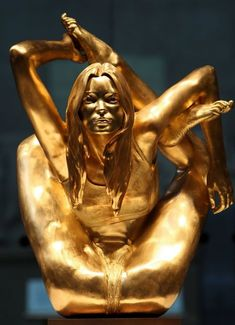 A solid gold statue - called 'Siren' - of supermodel Kate Moss in a yogic pose by Marc Quinn is unveiled at the opening of the 'Statuephilia' exhibition at the British Museum in London. Kate Moss, Bridget Riley, Antony Gormley, Statues, Marc Quinn, Art Articles, Portraits, Shades Of Gold, Weird Pictures