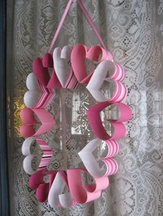valentines day manualidades 20 Easy DIY Wreath Ideas for Valentines Day - The Krazy Coupon Lady Valentines Bricolage, Easy Valentine Crafts, Valentine Day Wreaths, Valentines Day Decorations, Funny Valentine, Be My Valentine, Holiday Crafts, Valentinstag Party, Roses Valentine