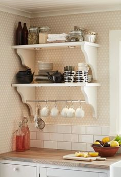 Home Interior Hamptons DIY Small Kitchen Tips and Hacks Home Decor Styles, Cheap Home Decor, Home Decor Items, Shabby Chic Kitchen, Shabby Chic Decor, Kitchen Decor, Kitchen Rack Design, Kitchen Layout, Small Kitchen Pantry