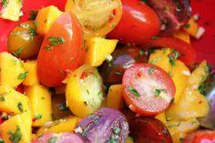 Dyppelse: Spicy mango-/tomatsalat