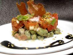 Paprika En La Cocina: Timbal de habas tiernas, tomate y espárragos con crujiente de jamón serrano