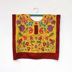 Huipil en satín color vino, bordado totalmente a mano con técnica de crochet. flores pequeñas y delicadas. (H50) de shkaalacoleccion en Etsy