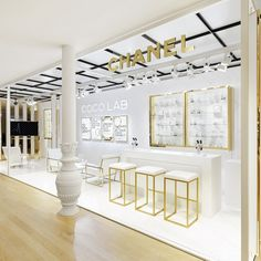 For coco crush, pinned by ton van der veer Boutique Interior, Showroom Interior Design, Retail Interior, Jewellery Shop Design, Jewellery Showroom, Jewelry Shop, Design Food, Design Ideas, Deco Restaurant
