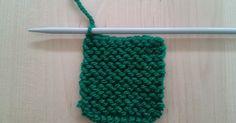 Log Cabin se refiere a una forma de tejido en la que se van añadiendo trozos a lo hecho anteriormente sin necesidad de costura posterior. Es... Knitting Stitches, Diy And Crafts, Quilts, Blanket, Lana, Accessories, Knitting Squares, How To Knit, Scrappy Quilts