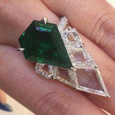 """#thisishowwedoit #colombianemerald #highjewelry #lorraineschwartzjewelry"""