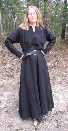 Saxon Kirtle  Simple, comfortable, elegant, yet casual 11th century cut, linen or cotton dress, which can be worn semi fitted and unbelted, or loose and belted. With or without trim. $98. without trim in linen.