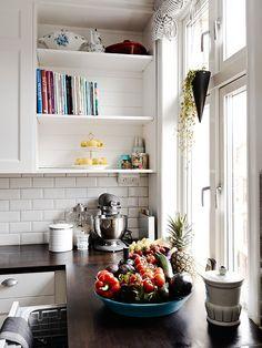 gorgeous kitchen details (via Stadshem)