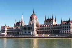 Het recent geopende Roombach #Hotel #Budapest is een heerlijke plek voor iedereen die de Hongaarse #hoofdstad wil ontdekken! Nu 3 overnachtingen inclusief ontbijtbuffet, fruitschaal op de kamer en late check out vanaf €99,- #Hongarije #Boedapest #stedentrip #citytrip #TravelBird #reizen #weekend #vakantie #design