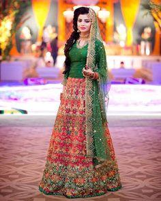 33 Pakistani Bridal Lehenga Designs to Try in Wedding - LooksGud. Mehndi Outfit, Mehndi Dress For Bride, Pakistani Bridal Lehenga, Bridal Mehndi Dresses, Pakistani Wedding Outfits, Pakistani Wedding Dresses, Mehndi Brides, Walima, Lehenga Choli