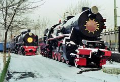 Old Soviet Steam Locomotive in Tashkent, Uzbekistan Diesel Locomotive, Steam Locomotive, Milwaukee Road, New York Central, Thomas And Friends, Train Car, Asia, German, Vehicles