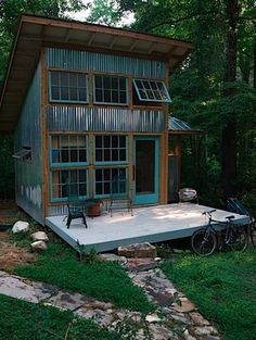 backyard studio is usually a shed or granny flat you put to good purpose by building or renovating it to serve as a studio. A backyard studio can be a Tiny House Cabin, Tiny House Living, Tiny House Design, Barn Living, Tiny House Shed, Farm House, Tiny House Kits, Cabin Design, Metal Building Homes