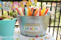 20 Easy & Creative Outdoor Party Projects Find the perfect projects for DIY ways to dress up your backyard for summer parties! The post 20 Easy & Creative Outdoor Party Projects appeared first on Outdoor Ideas. Park Birthday, 4th Birthday Parties, Birthday Fun, Beach Ball Birthday, Birthday Ideas, Colorful Birthday Party, Backyard Birthday, Colorful Party, Sommer Pool Party
