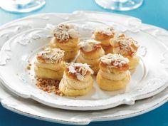 Bochánky plněné karamelovým krémem French Toast, Breakfast, Food, Morning Coffee, Essen, Meals, Yemek, Eten