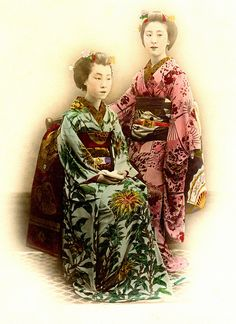 """Sasabeni - Red and Green Lip Rouge 1880s    """"At the end of the 18th century, sasabeni, an iridescent greenish rouge, applied mainly to the lower lip, became the vogue and continued to the 19th century."""" - the Kodansha Encyclopedia of Japan."""