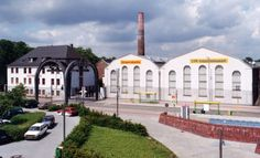Das Foto zeigt eine ehemalige Fabrik, in der heute ein Museum eingerichtet ist