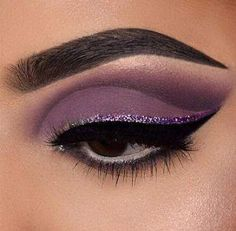 41 Best Ideas for hair dark purple eyeliner #HowToCleanMakeupBrushes Purple Eyeshadow Looks, Purple Makeup Looks, Dark Eyeshadow, Purple Eye Makeup, Glitter Eyeshadow, Eyeshadow Palette, Lila Eyeliner, Purple Eyeliner, Eyeliner Shapes