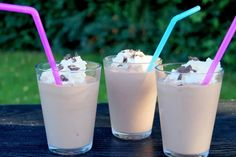 Delicious and cold milkshake with Nutella. Milk Shakes, Healthy Eating Tips, Healthy Nutrition, Cocktail Drinks, Cocktails, Nutella Milkshake, Secret Starbucks Drinks, Oreo, Vegetable Drinks