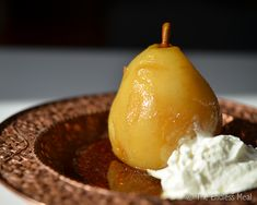 Amaretto poached pears are a super easy, and super tasty, dessert that is perfect for an elegant dinner party. Vegan Recipes Easy, Vegan Desserts, Low Carb Recipes, Cooking Recipes, Pear And Almond Tart, Chocolate Bowls, Vegan Side Dishes, Poached Pears, Tasty