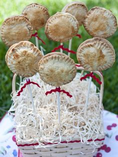 4th of July Pie Pops>> www.hgtv.com/holidays-and-entertaining/pie-pops-recipe/index.html?soc=pinterest