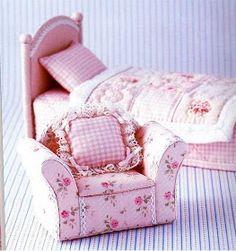 As Minhas Pequenas Artes e Travessuras: Móveis para casa de bonecas                                                                                                                                                                                 Mais
