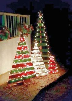 Everyone wants to have a beautiful decoration at Christmas. And outdoor Christmas decorations are not difficult to make. Outdoor Christmas decorations are easy to do with the many ingredients that … Wooden Pallet Christmas Tree, Outdoor Christmas Tree Decorations, Creative Christmas Trees, Diy Christmas Lights, Rustic Christmas, Christmas Diy, Simple Christmas, Palette Christmas Tree, Christmas Signs