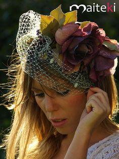 Colección tocados y turbantes - Tocados, coronas de flores y turbantes Scarf Hat, Bridal Headpieces, Chic Wedding, Headdress, Veil, Hair Accessories, Hair Styles, Hats, Flowers