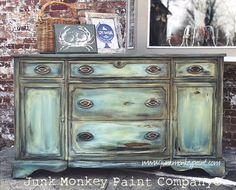 Watch Sonia Miller of Junk Monkey Paint Company show you how she paints in her famous Mermaid Blend on furniture. Watch a video of recreating this look here.