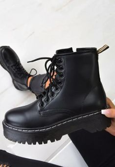 Combat Boots, Ankle Boots, Fashion Boots, Fashion Outfits, Fashion Black, Womens Fashion, Fashion Trends, Some Body, Cute Outfits