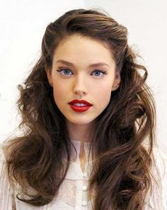 Pin back waves with gold leaf barrettes. :: waves :: wavy hair :: hair :: inspiration :: half up half down :: hairstyle :: Tracy Lord, Day look. Simple Wedding Hairstyles, Holiday Hairstyles, Pretty Hairstyles, Bridal Hairstyles, 1940s Hairstyles For Long Hair, Prom Hairstyles All Down, Simple Elegant Hairstyles, Simple Hairdos, Easy Vintage Hairstyles